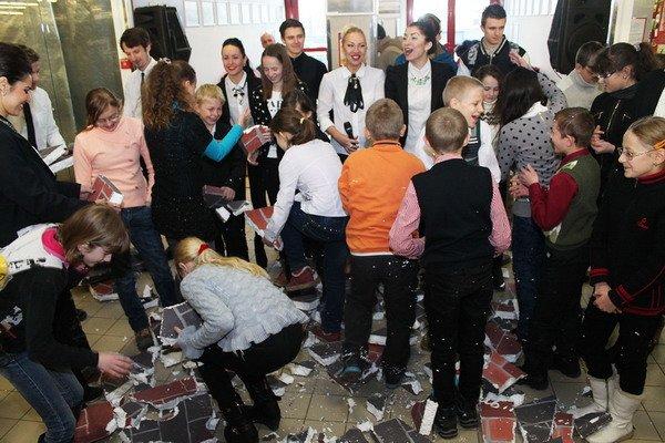 В гродненском гипермаркете прошла благотворительная акция для детей-инвалидов (Фото), фото-6