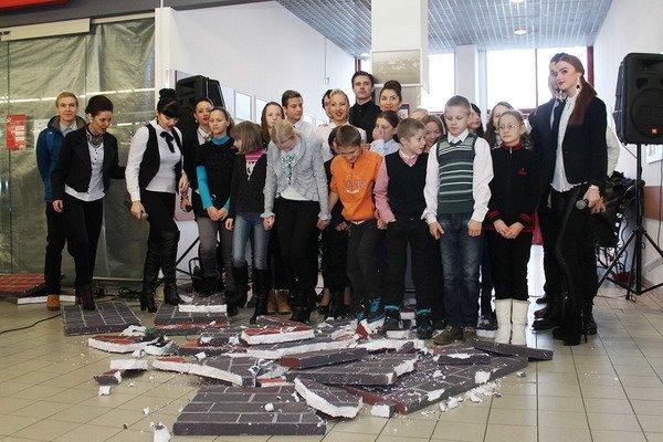 В гродненском гипермаркете прошла благотворительная акция для детей-инвалидов (Фото), фото-5