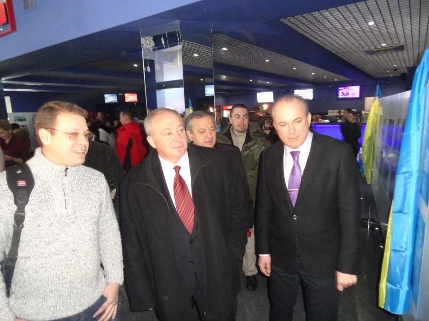 Губернатор Александр Кихтенко рассказал о светлом будущем Мариуполя на  выставке  фотографа  Дмитрия Чечеры (ФОТО+ВИДЕО) (фото) - фото 2
