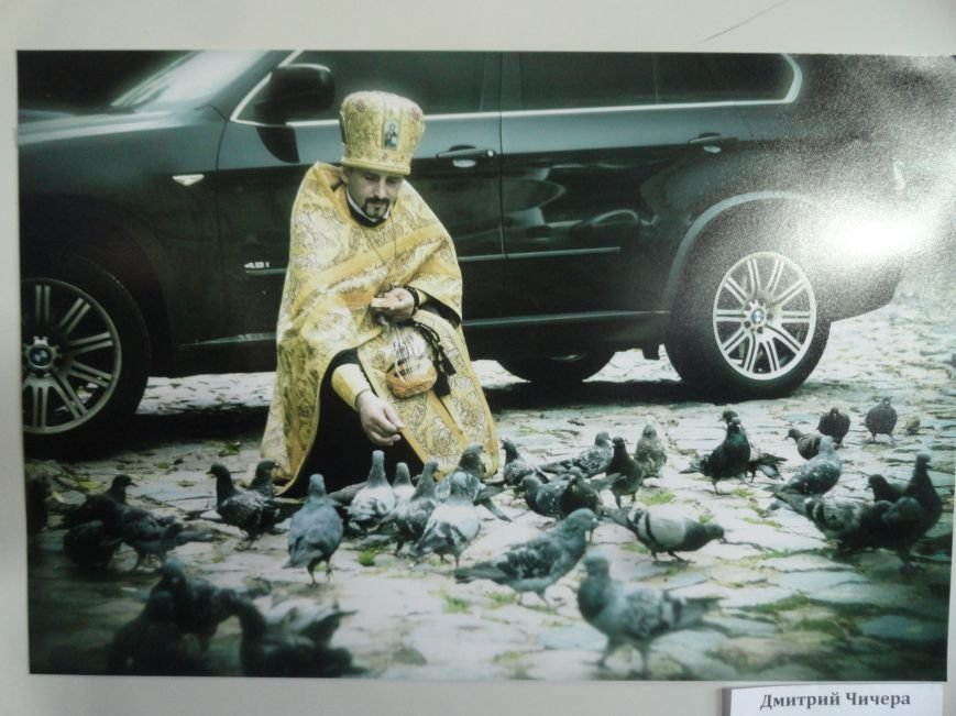 Губернатор Александр Кихтенко рассказал о светлом будущем Мариуполя на  выставке  фотографа  Дмитрия Чечеры (ФОТО+ВИДЕО) (фото) - фото 1
