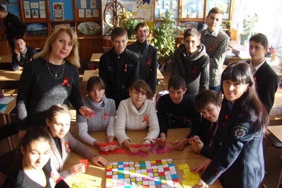 Милиция станции «Кривой Рог - Главный» рассказала школьникам о толерантном отношении к больным СПИДом (ФОТО) (фото) - фото 1