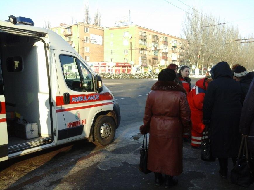 В центре Кривого Рога прохожие спасли жизнь женщине (ФОТОФАКТ), фото-4