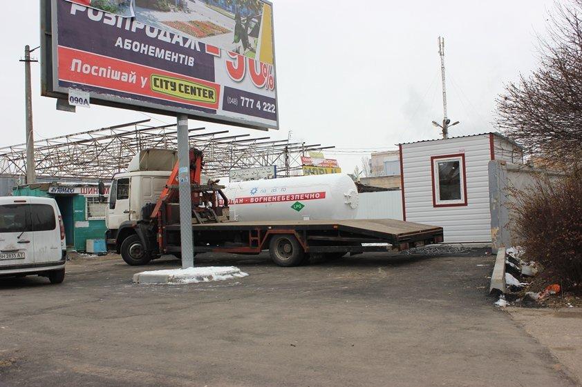 Одесситы прогнали «кочующую» газовую заправку (ФОТО, ВИДЕО) (фото) - фото 2