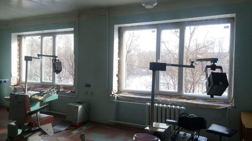 Вопреки всем преградам, Авдеевский коксохим продолжает ремонтные работы в городской больнице. (фото) - фото 1