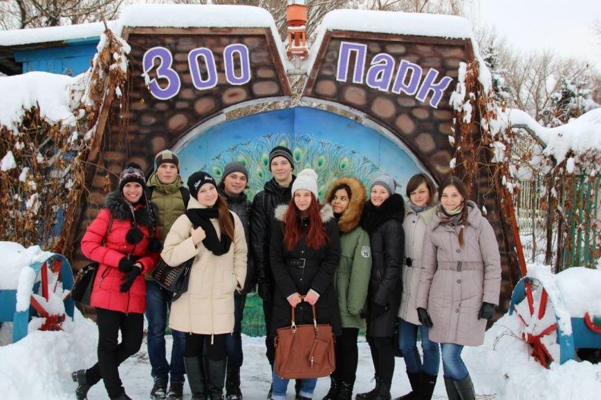Луганские студенты помогли животным зоопарка (фото) - фото 1