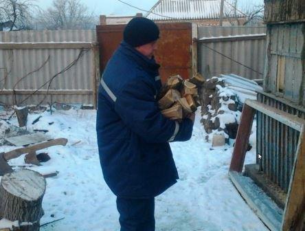 В Криворожском районе спасатели помогли одиноким пенсионерам и инвалидам (фото) - фото 1