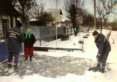 В Криворожском районе спасатели помогли одиноким пенсионерам и инвалидам (фото) - фото 2