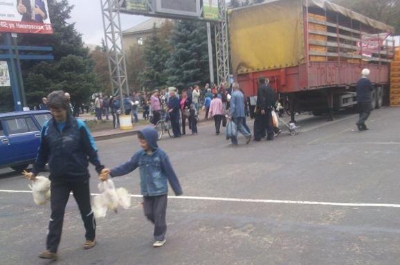 Боевики похитили у енакиевского предприятия  5 тысяч кур (фото) - фото 1