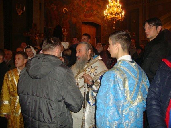 Митрополить Онуфрій відвідує Чернівецько-Буковинську єпархію (фото) - фото 1