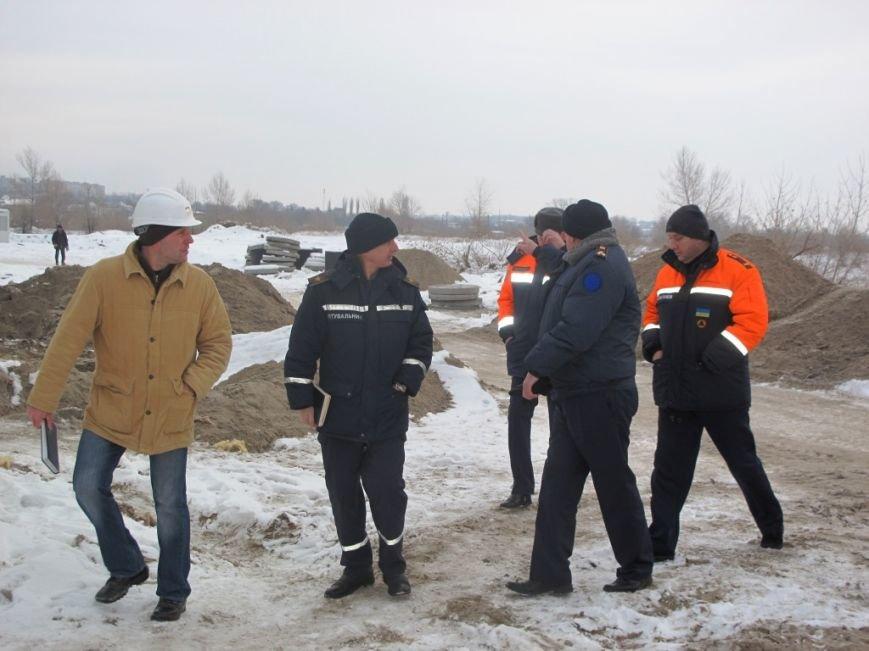 В Запорожье спасатели проинспектировали строительство мобильного городка для переселенцев (ФОТО) (фото) - фото 1