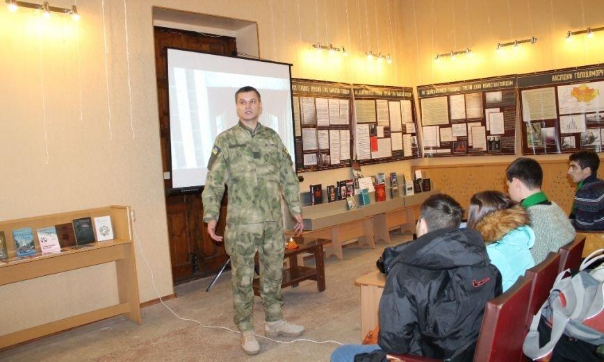 Служба безопасности Украины презентовала в Артемовске выставку, посвященную Голодомору 32-33 годов, фото-1