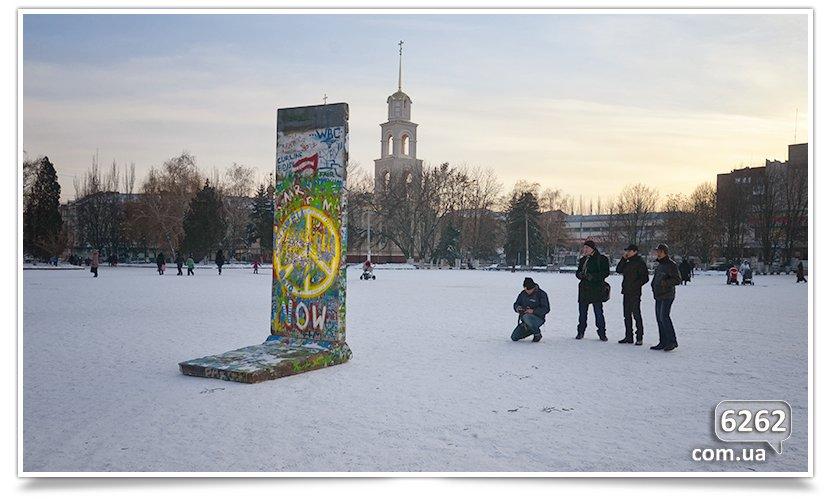 Гость из Германии привёз в Славянск часть Берлинской стены. (фото) - фото 1