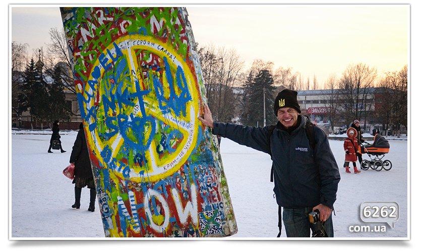 Гость из Германии привёз в Славянск часть Берлинской стены. (фото) - фото 2