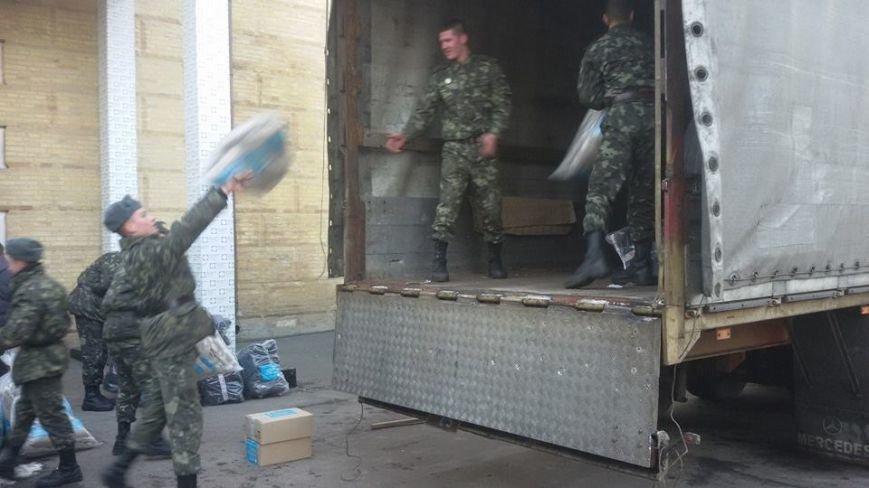 Киевляне собрали для бойцов АТО 20 тонн теплых вещей (ФОТОФАКТ) (фото) - фото 1
