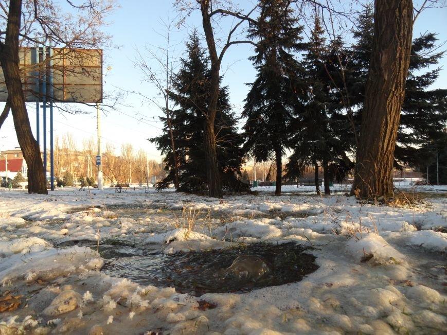 В Мариуполе забил гейзер (ФОТОФАКТ) (фото) - фото 1