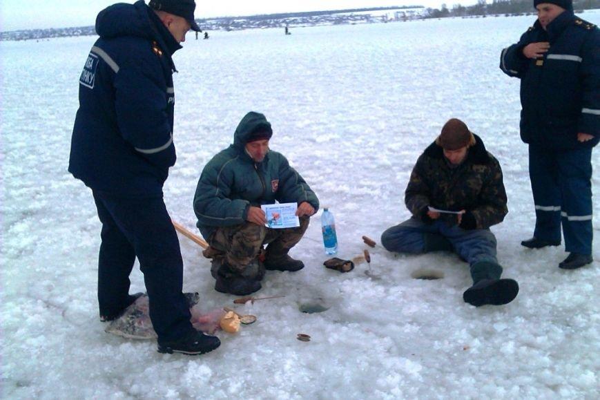 Запорожские спасатели напомнили любителям зимней рыбалки об опасностях нахождения на льду (ФОТО), фото-3
