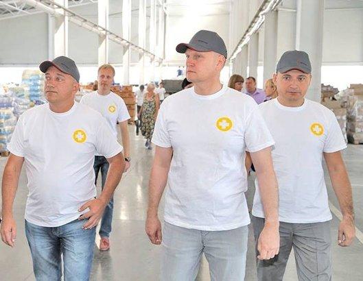 Ринат Ахметов высоко оценил бескорыстную помощь волонтеров жителям Донбасса (фото) (фото) - фото 5