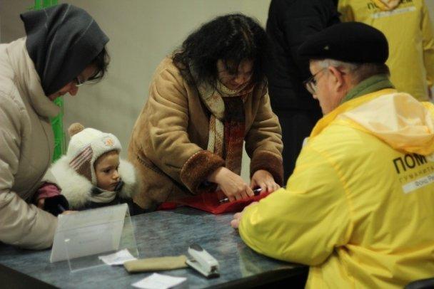 Ринат Ахметов высоко оценил бескорыстную помощь волонтеров жителям Донбасса (фото) (фото) - фото 3