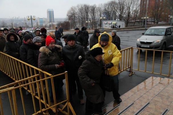 Ринат Ахметов высоко оценил бескорыстную помощь волонтеров жителям Донбасса (фото) (фото) - фото 1