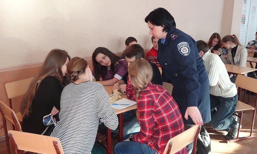 Сотрудники криминальной милиции по делам детей в славянской школе провели «Брейн-ринг». (фото) - фото 1