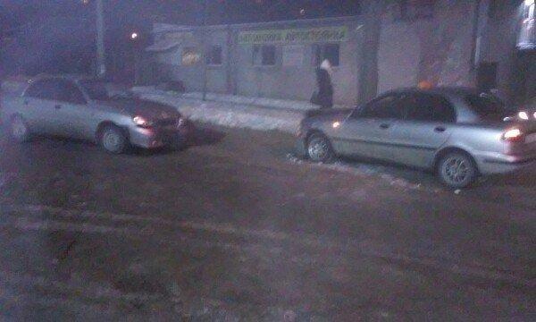 В Запорожье два «Ланоса» столкнулись лоб в лоб (ФОТО) (фото) - фото 1