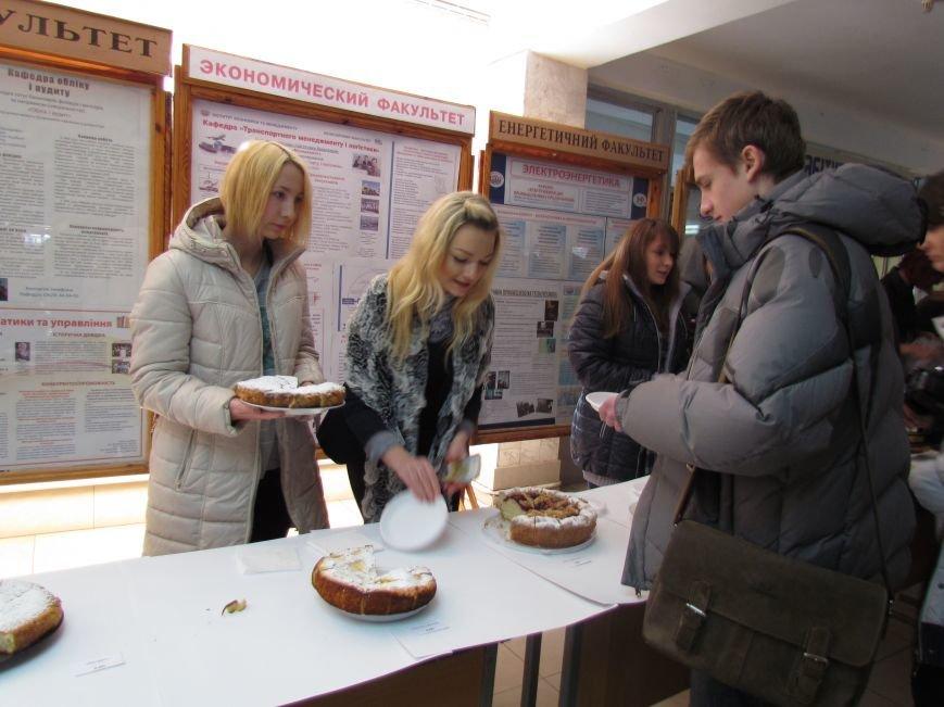 Студенты ПГТУ продавали торты, чтобы помочь мариупольским сиротам (ФОТО), фото-8