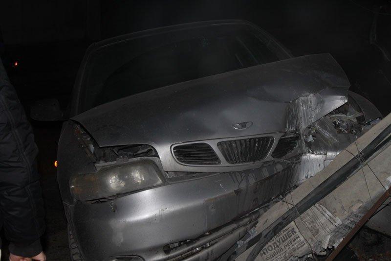 В Симферополе пьяный сотрудник МЧС сбил электроопору, обесточив микрорайон (ФОТО) (фото) - фото 3