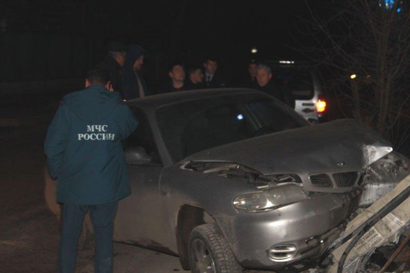 В Симферополе пьяный сотрудник МЧС сбил электроопору, обесточив микрорайон (ФОТО) (фото) - фото 1