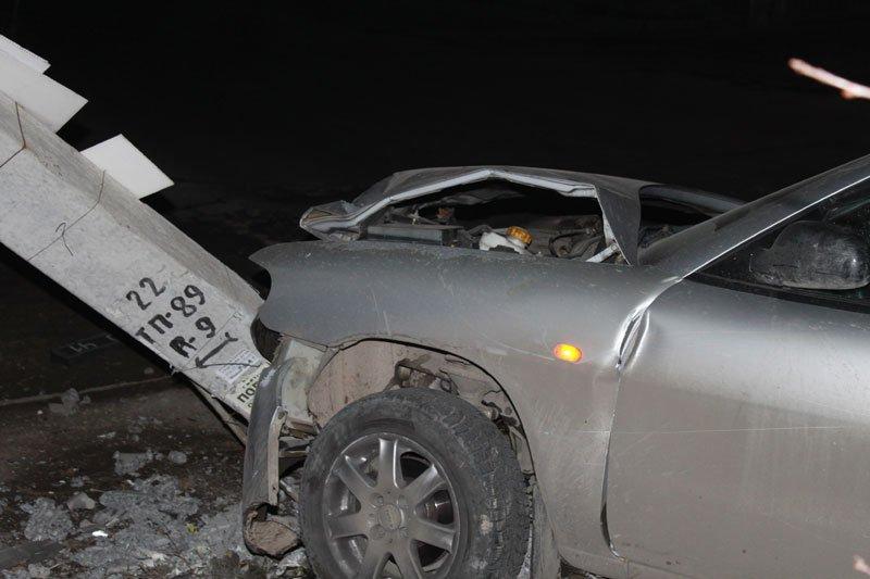 В Симферополе пьяный сотрудник МЧС сбил электроопору, обесточив микрорайон (ФОТО) (фото) - фото 2