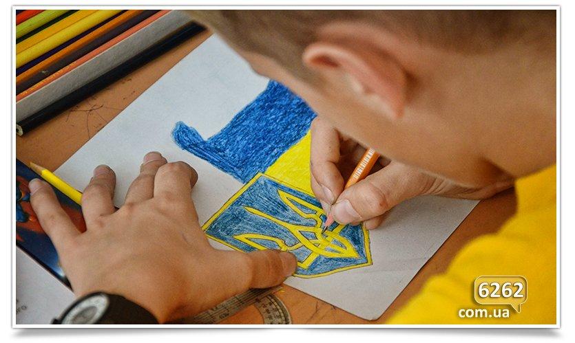 Ученики ООШ № 15 нарисовали патриотические рисунки для солдат. (фото) - фото 2