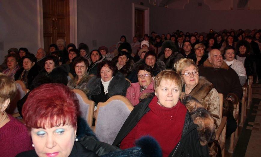Артемовских чиновников поздравили с профессиональным праздником, фото-3