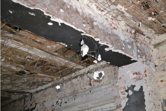 Через «Ніч Гніву», львівські міліціонери працюють у холодних підвалах (ФОТО) (фото) - фото 4