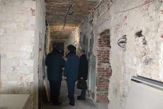 Через «Ніч Гніву», львівські міліціонери працюють у холодних підвалах (ФОТО) (фото) - фото 1