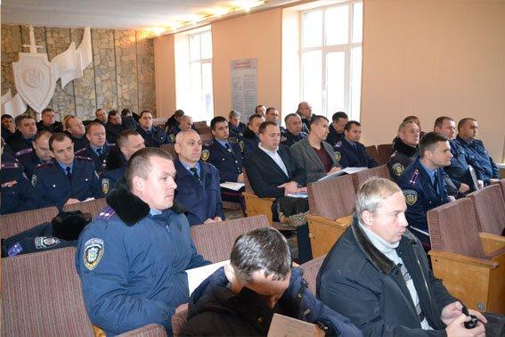 Через «Ніч Гніву», львівські міліціонери працюють у холодних підвалах (ФОТО) (фото) - фото 2