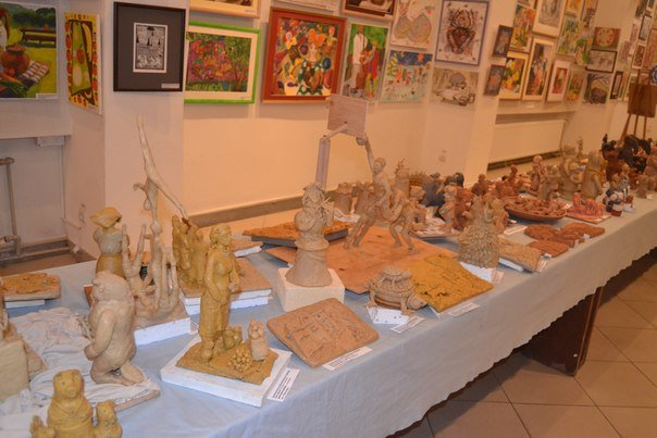 На виставці «Буковинський розмай» представили картини про АТО та патріотичні скульптури (фото) - фото 1