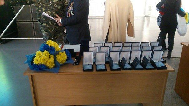 В Днепропетровском аэропорту отметили день волонтера и воздушных сил Украины (фото) - фото 1