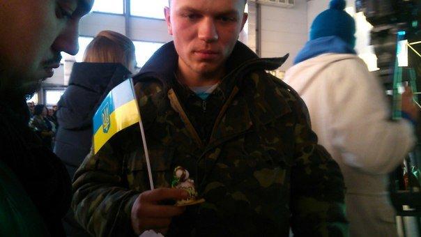 В Днепропетровском аэропорту отметили день волонтера и воздушных сил Украины (фото) - фото 4