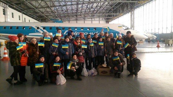 В Днепропетровском аэропорту отметили день волонтера и воздушных сил Украины (фото) - фото 2