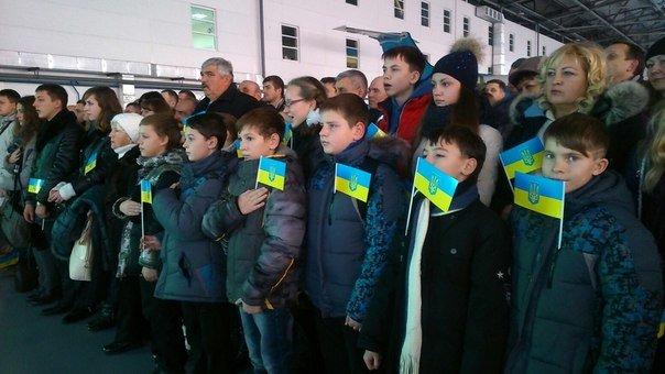 В Днепропетровском аэропорту отметили день волонтера и воздушных сил Украины (фото) - фото 3