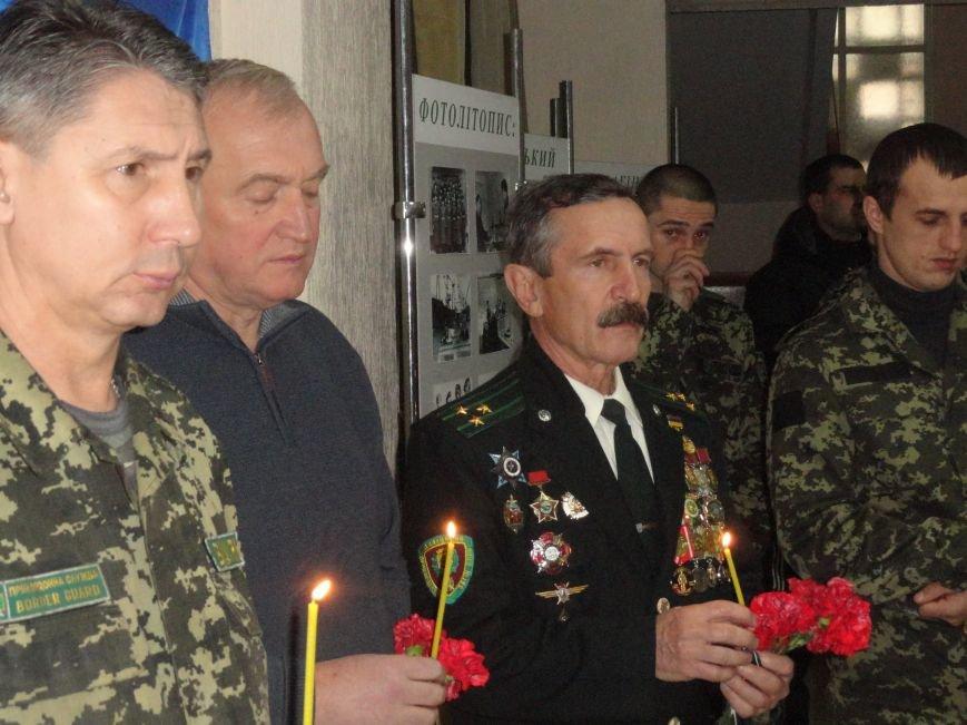 В день ВСУ у пограничников Мариуполя прошел молебен памяти погибших воинов (ФОТОРЕПОРТАЖ) (фото) - фото 3