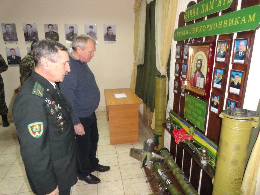 В день ВСУ у пограничников Мариуполя прошел молебен памяти погибших воинов (ФОТОРЕПОРТАЖ) (фото) - фото 5