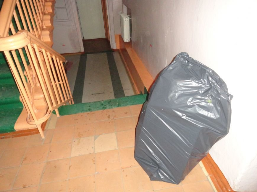 В Мариупполе родители остановили выселение Дома творчества детей, намечавшийся на сегодня (ФОТО+ВИДЕО) (фото) - фото 1