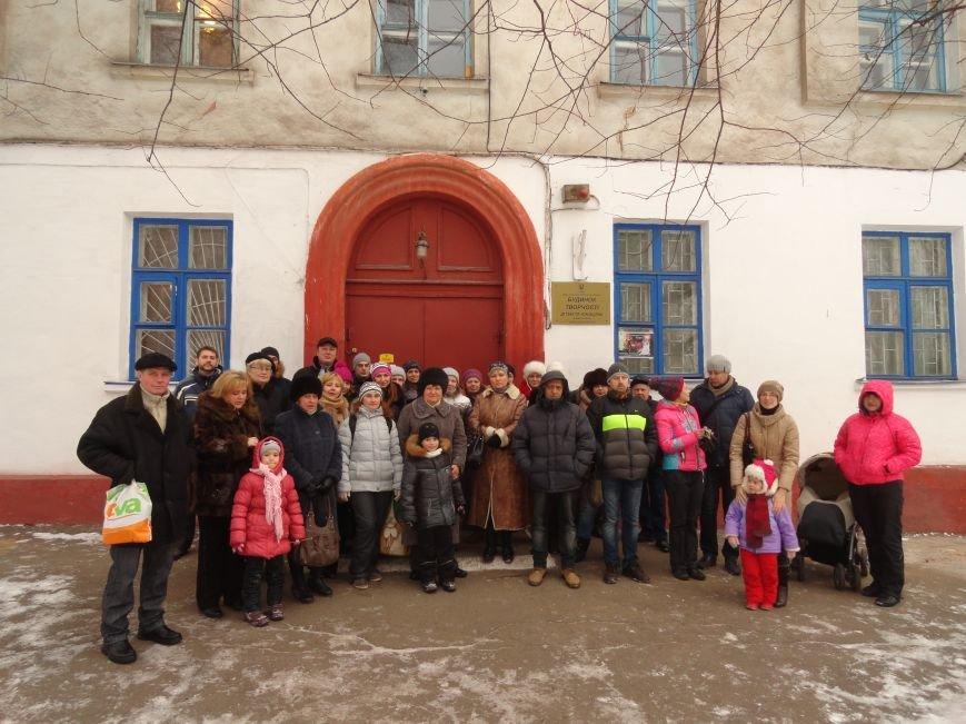 В Мариупполе родители остановили выселение Дома творчества детей, намечавшийся на сегодня (ФОТО+ВИДЕО) (фото) - фото 2
