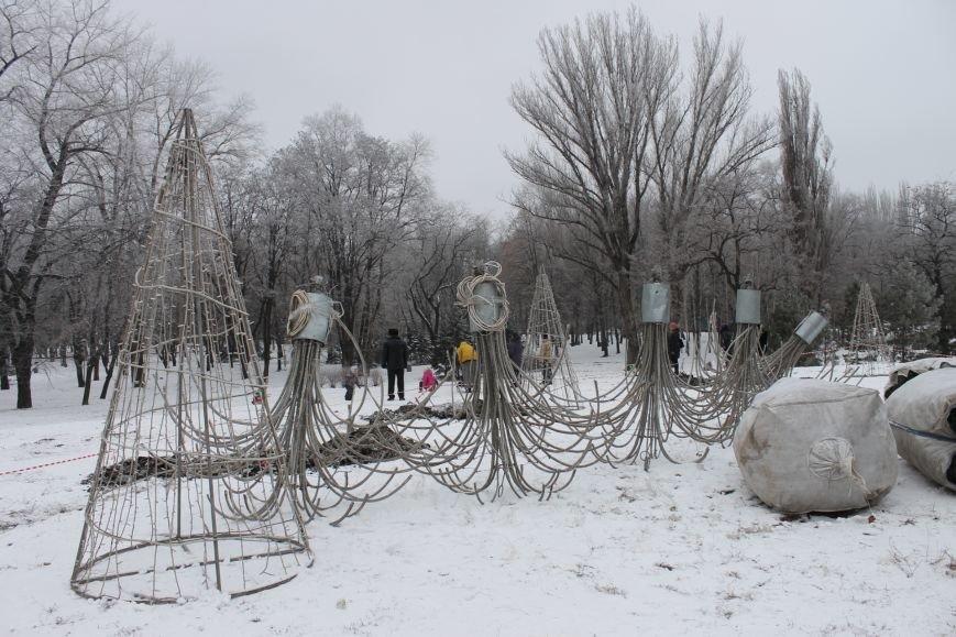 Конструкции  «ёлочного городка»  устанавливают на новом месте (ФОТО), фото-7