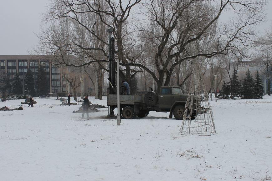 Конструкции  «ёлочного городка»  устанавливают на новом месте (ФОТО), фото-10