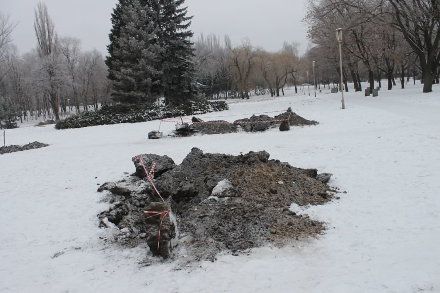Конструкции  «ёлочного городка»  устанавливают на новом месте (ФОТО), фото-3