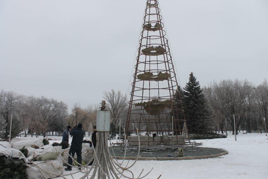Конструкции  «ёлочного городка»  устанавливают на новом месте (ФОТО), фото-6