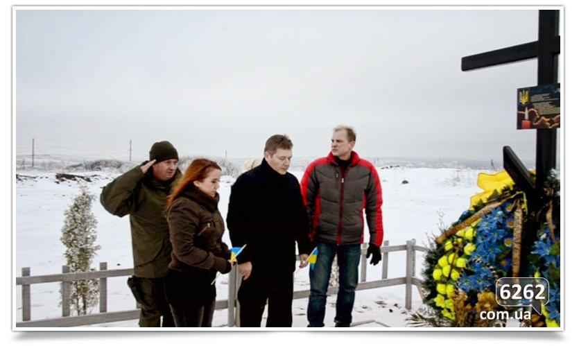 В Славянске возложили цветы к памятникам защитников Отечества (фото) - фото 5