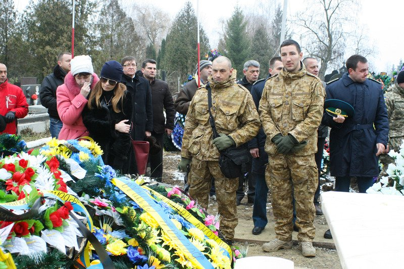 У Чернівцях вшанували пам'ять захисників Вітчизни (фото) - фото 1