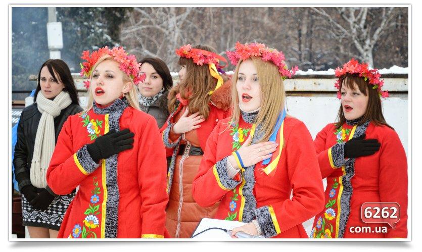 В Славянске на центральной площади устроили концерт для военных (фото) - фото 4